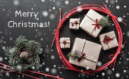 Carte de Noël moderne avec le message de Noël pour aimé, fond Photo stock