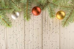 Carte de Noël, pour votre créativité et conception Cartes de voeux vierges sur le fond en bois blanc Photographie stock