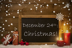 Carte de Noël, tableau noir, flocons de neige, bougies, le 24 décembre Photos stock