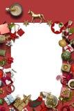 Carte de Noël vide, collection, cadeaux et ornements décoratifs, sur le fond bleu Images stock