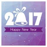 Carte de nouvelle année avec le fond et la cloche de Noël polygonaux pourpres Photographie stock