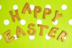 Carte de Pâques heureuse sur le tissu vert Images stock