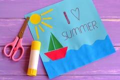 Carte de papier de vacances d'amusement Leçon de créativité d'enfants Photos libres de droits