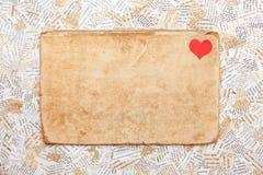 Carte de papier grunge avec le coeur Photo stock