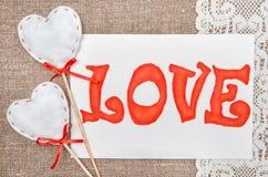 Carte de Valentine avec amour de mot de dessin sur la dentelle Images libres de droits