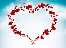 Carte de Valentine avec des coeurs dans le ciel Image stock