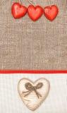Carte de Valentine avec le coeur et le ruban en bois Photographie stock