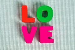 Carte de Valentine avec le texte d'amour sur l'espace bleu de fond et de copie Image libre de droits