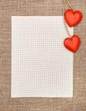 Carte de Valentine avec les coeurs et la toile en bois Image libre de droits