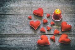 Carte de Valentine avec les coeurs rouges Photographie stock