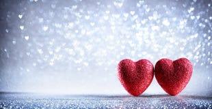 Carte de valentines - deux coeurs brillants Photos stock