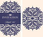 Carte de vintage d'invitation de mariage avec les éléments décoratifs floraux et antiques Photographie stock