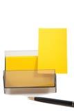 Carte de visite professionnelle de visite jaune dans un cadre avec l'espace vide Photo stock