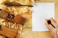 Carte De Visite Professionnelle Sur La Table En Bois Pour Des Outils Charpentier