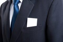 Carte de visite professionnelle vierge de visite dans la poche de veste de costume d'homme d'affaires Image stock