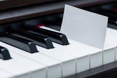 Carte De Visite Professionnelle Vierge Placee Entre Les Emballages Clavier Piano Photographie