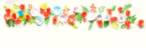 Carte de voeux avec différentes fleurs de papier Images stock