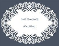 Carte de voeux avec la frontière ovale décorative, napperon du papier sous le gâteau, calibre pour couper, épousant l'invitation, Image libre de droits