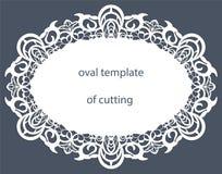 Carte de voeux avec la frontière ovale décorative, napperon du papier sous le gâteau, calibre pour couper, épousant l'invitation, Photo libre de droits
