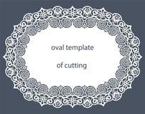 Carte de voeux avec la frontière ovale décorative, napperon du papier sous le gâteau, calibre pour couper, épousant l'invitation, Images stock