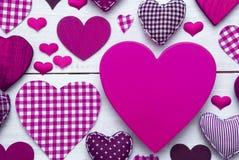 Carte de voeux avec la texture de coeur de Pruple, l'espace de copie Image stock