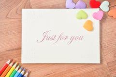 Carte de voeux avec le jour du ` s de mère de cadeau d'amour Images stock