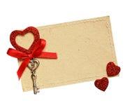 Carte de voeux avec le ruban rouge et une clé Image libre de droits