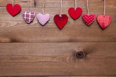 Carte de voeux avec les coeurs rouges, l'espace de copie Photographie stock
