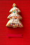 Carte de voeux avec une photo d'un arbre de Noël de biscuit Image libre de droits