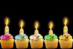 Carte de voeux d'anniversaire avec le petit gâteau et la bougie Photos stock