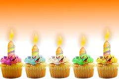 Carte de voeux d'anniversaire avec le petit gâteau et la bougie Image stock