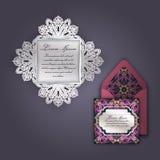 Carte de voeux d'invitation ou de mariage avec l'ornement floral de vintage Calibre de papier d'enveloppe de dentelle, maquette p illustration stock