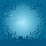 Carte de voeux dans le style arabe Cadre oriental avec le fond bleu avec des mosquées Image stock