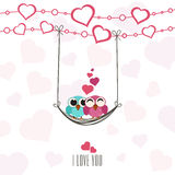 Carte de voeux de célébration de Saint-Valentin avec des couples des hiboux Images stock