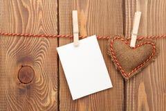 Carte de voeux de cadre ou de photo et jouet handmaded de jour de valentines il Photographie stock libre de droits
