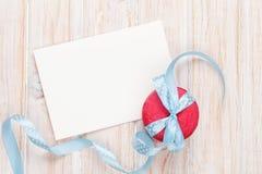 Carte de voeux de cadre ou de photo et macarons avec le ruban Image stock