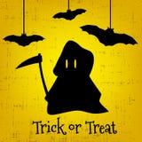 Carte de voeux de Halloween de des bonbons ou un sort avec la faucheuse et les chauves-souris Photographie stock