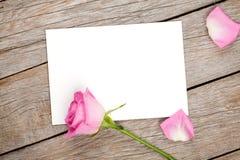 Carte de voeux de jour de valentines ou rose de cadre et de rose de photo Image libre de droits