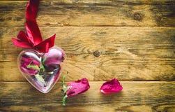Carte de voeux de jour du ` s de Valentine avec les roses sèches Photo libre de droits