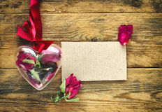 Carte de voeux de jour du ` s de Valentine avec les roses sèches Images stock