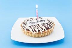 Carte de voeux de joyeux anniversaire avec la tarte et la bougie Photographie stock libre de droits