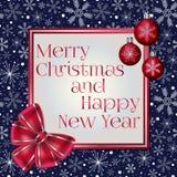 Carte de voeux de Noël élégant et de nouvelle année décorée de l'arc rouge, des boules de Noël et des divers flocons de neige sur illustration stock