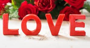 Carte de voeux de valentines - carte d'amour avec des roses Photos libres de droits
