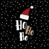 Carte de voeux drôle de Noël, invitation Chapeau rouge tiré par la main de Santa Claus avec Ho ho le texte Fond noir avec la neig Photos libres de droits