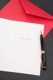 Carte de voeux et enveloppe rouge Photo libre de droits
