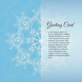 Carte de voeux fond, bleus de Noël et de nouvelle année, invitation avec des ornements de flocon de neige Photos libres de droits
