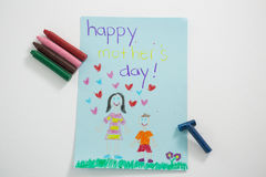 Carte de voeux heureuse de jour de mères avec les crayons colorés Images stock