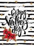 Carte de voeux heureuse de jour de mères avec les fleurs rouges, lettrage Photos libres de droits