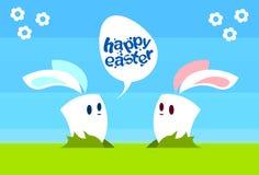 Carte de voeux heureuse de vacances de fond naturel de Bunny Communication Chat Bubble Egg Pâques de lapin de deux bandes dessiné Photos libres de droits