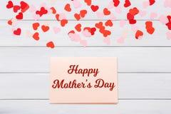 Carte de voeux heureuse de jour de mères sur le fond en bois Photographie stock libre de droits